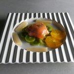 Globo de mozarella con salmon y kiwi