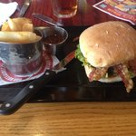 Red Robin Gourmet Burgers resmi