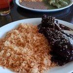 Pollo en mole w/ rice