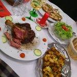Jarret de porc et pommes de terre sautées ; tartines au Munster
