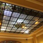 Detalle del techo de la recepción.