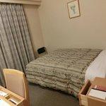 シングルルーム。ベッドは広め。