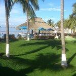 Vista desde la salida hacia la piscina y playa