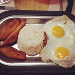 White rice, bistec a' caballo and sweet plantains.