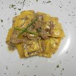 Ravioles en salsa de trufa