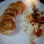 medaglioni di coniglio con insalata di finocchi, arance e olive