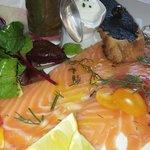 Entrée-  saumon fumé avec accompagnement relevé