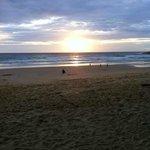 закат на пляже при отеле