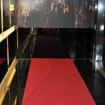 Alfombra roja a los ascensores