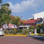 Mini Market y Tienda de Buceo