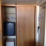 Kleiderschrank, Kühlschrank und Safe