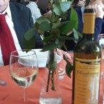 Ecco lo straordinario vino di Lucio accompagnato da una rosa gialla