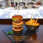 L'Empire State XXL Burger...nous avons aussi des hamburgers plus classiques et aussi bons