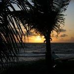 Vista del amanecer desde las habitaciones frente al mar...