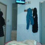 Impossibile vedere bene la tv comodi dal letto...troppo alta!!