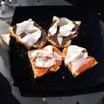 bruschette pate di olive con lardo