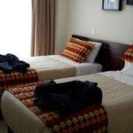 Habitación cama por dos.