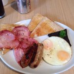 Full English breakfast; minus tomato and mushrooms. The sausage and bacon was excellent!!