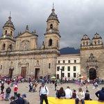 Plaza Bolivar com Catedral