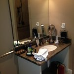 sink & amenities