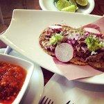Tacos a la Parrilla con Salsa de Chile de Árbol