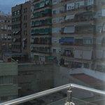 rodeado de apartamentos