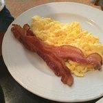 Rührei mit Schinken zum Frühstück war ok!!