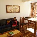 Comedor y sala de estar de la cabaña