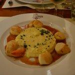 Saint-Jacques rôties, purée de panet, jus aux agrumes