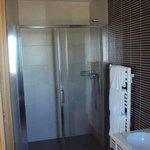 Detalle del baño  habitación doble grande.