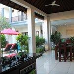 Villa Echo dining area