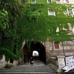 Escadaria que dá acesso a igreja vista da Via Cavour