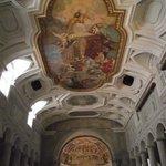 Interior da Igreja com colunas paleocristianas