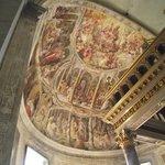 Altar-mor com afrescos do século XVII