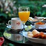 Desayuno en el balcon