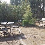 Peit coin pour petit dejeuner en terrasse au soleil