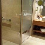 Bathroom (room 131)
