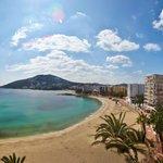 Playa Santa Eulalia frente a los apartamentos