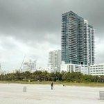 Вид на отель с пляжа. Отель перед высоким зданием :-))