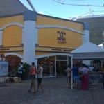 Магазин сувениров в мексиканском стиле в La Isla