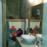 BATHROOM SUITE ROOM N°8