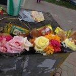 寺院の手前で売っている神様に供えるお花
