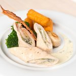 Turkey breast with potato croquettes, broccoli and blue cheese sauce