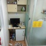 液晶TV、冷蔵庫、シャワー、トイレと装備は充実