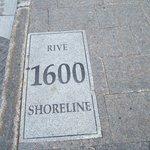 Rue St-Pierre/Rue St-Antoine, la rive du fleuve en l'an 1600