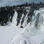 Le Pain de Sucre, en hiver, Chutes Montmorency, regardez à votre gauche, l'escalade de glace