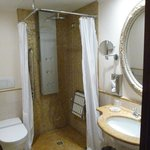 disabled friendly bathroom ground floor Prestige room
