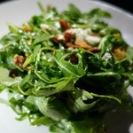 arugula salad with fig, walnuts and blue cheese