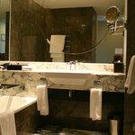 King View room bathroom