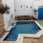 La piccola piscina nel cortile interno